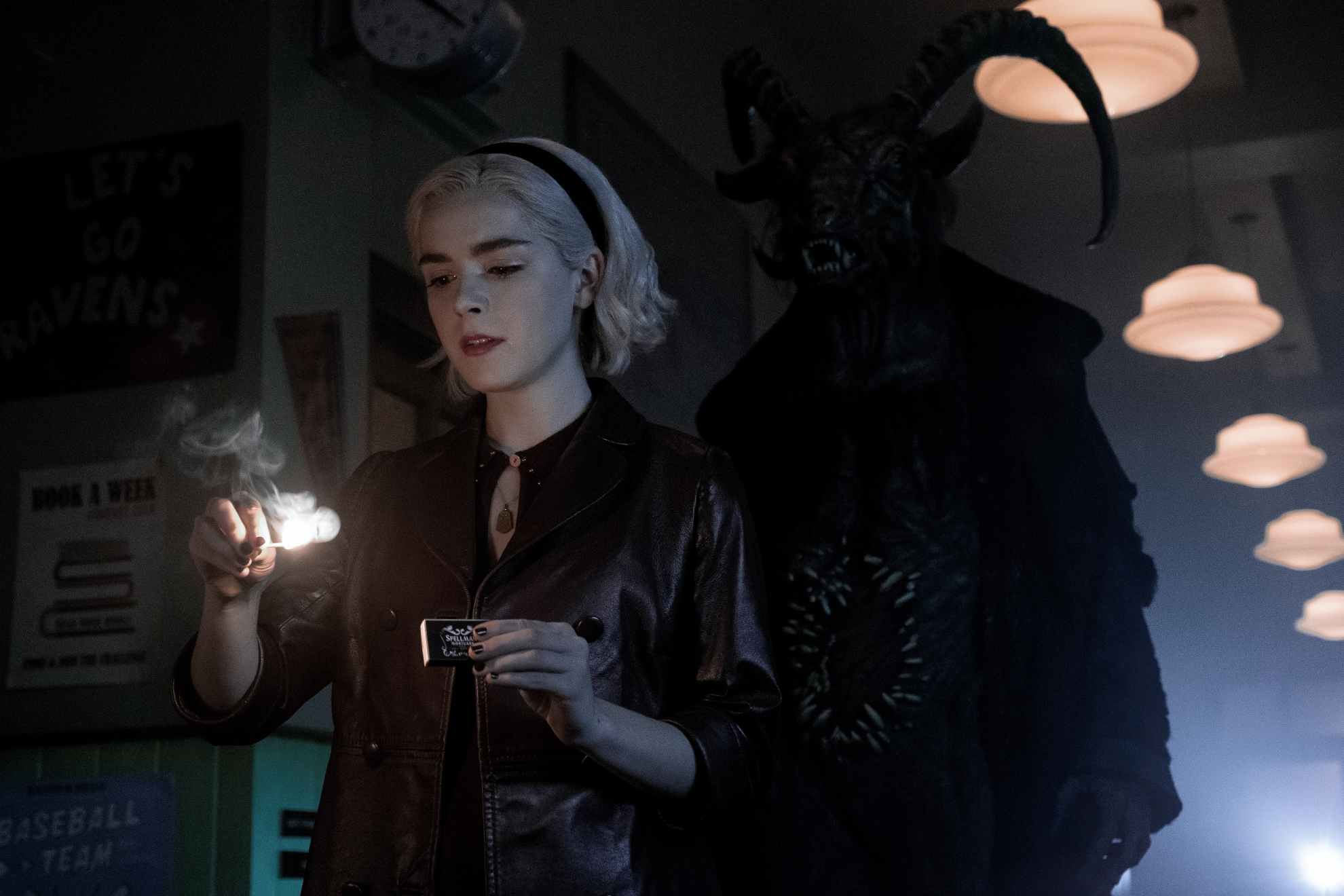 Le terrificanti avventure di Sabrina:  Kiernan Shipka in una scena della seconda stagione