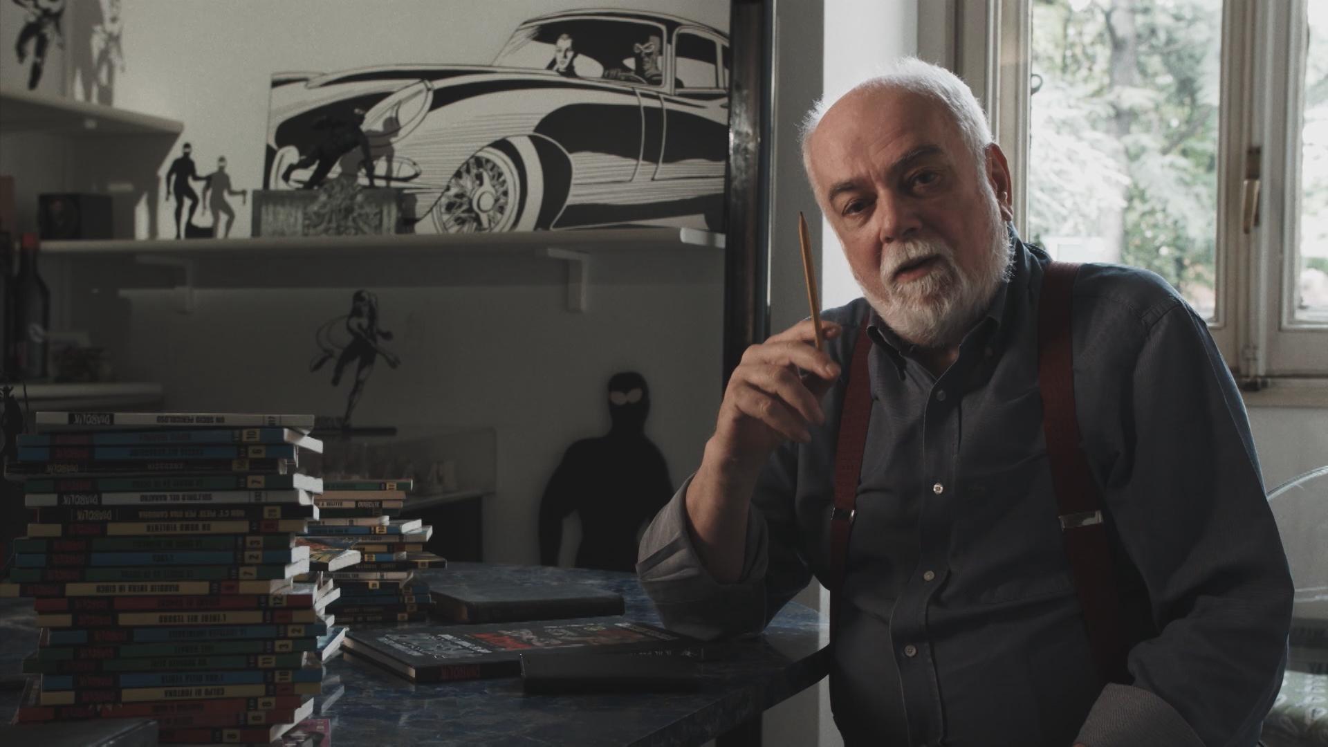 Diabolik: Alfredo Castelli in una scena del documentario