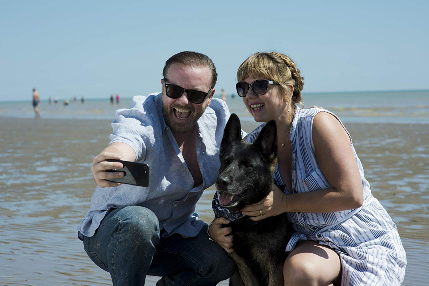 After Life: Ricky Gervais e Kerry Godliman in una scena