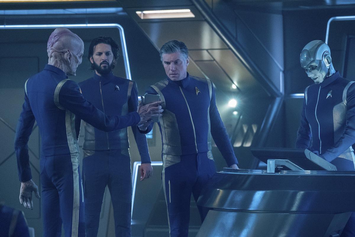 Star Trek: Discovery, Doug Jones, Anson Mount, Hannah Cheesman, and Shazad Latif i in una scena dell'episodio If Memory Serves
