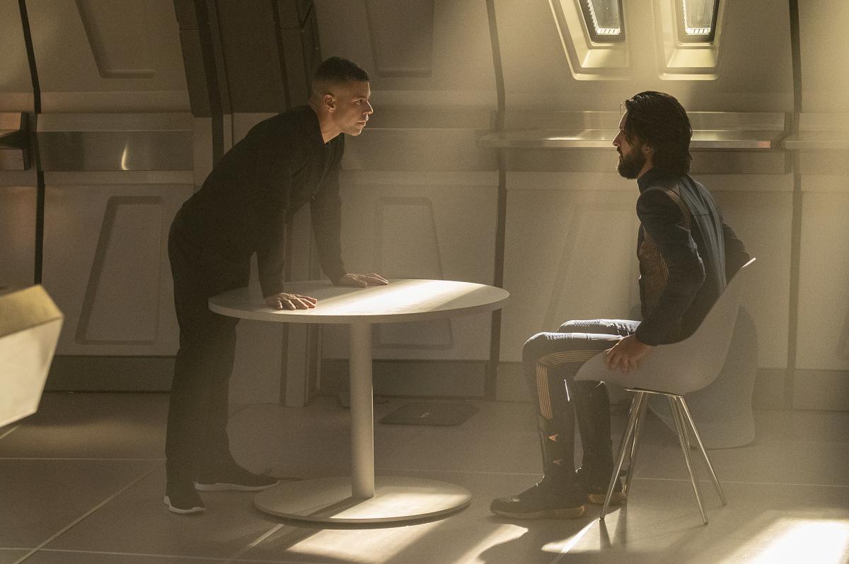 Star Trek: Discovery, Wilson Cruz, Shazad Latif in una scena dell'episodio If Memory Serves