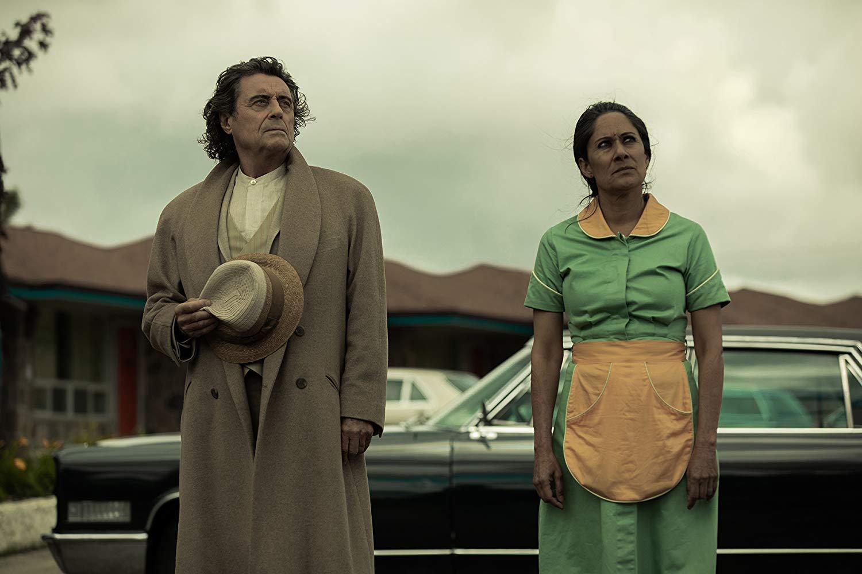 American Gods: Ian McShane in una scena dell'episodio The Beguiling Man