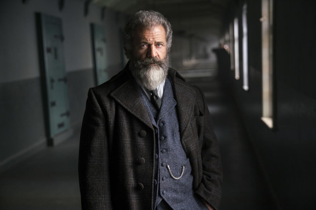 Il professore e il pazzo: Mel Gibson in una sequenza del film