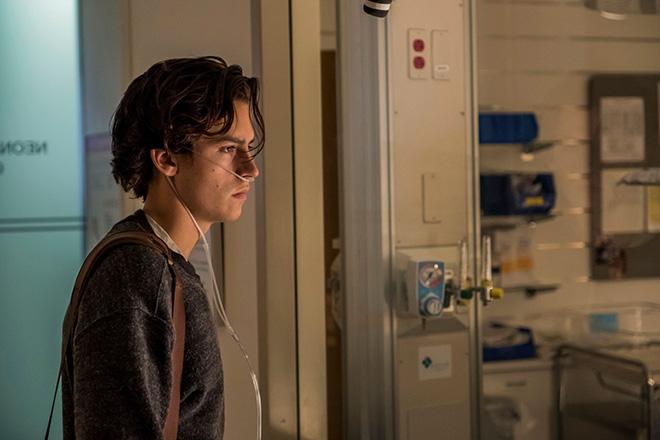 A un metro da te:  Cole Sprouse in una scena del film