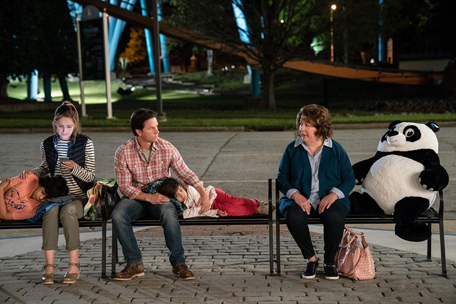 Instant Family: Mark Wahlberg, Margo Martindale e Rose Byrne in una scena