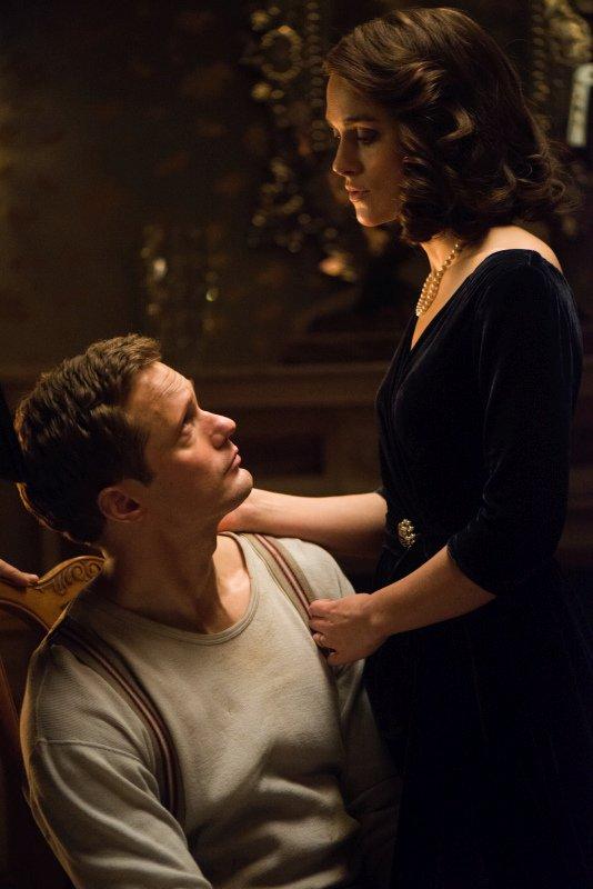 La conseguenza: Keira Knightley con Alexander Skarsgård  in una scena