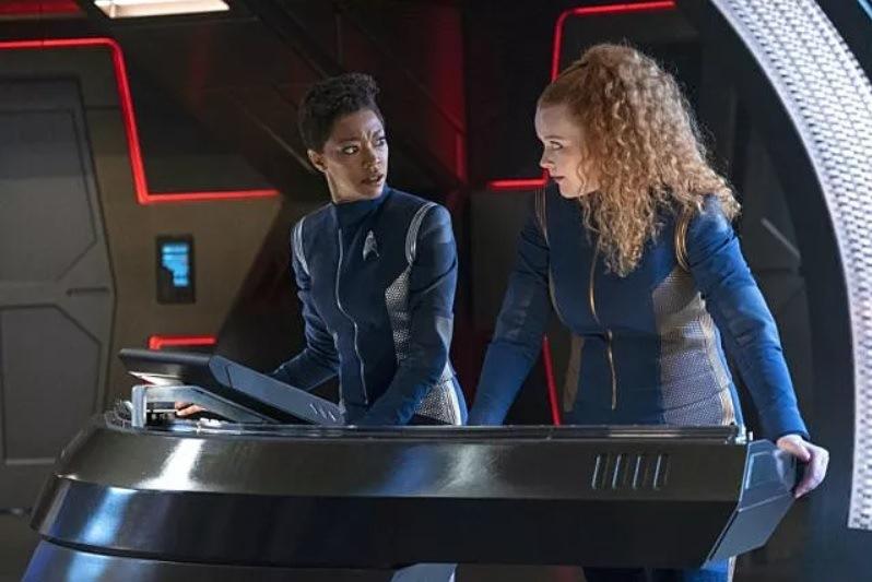 Star Trek: Discover, Sonequa Martin-Green e Mary Wiseman in una scena dell'episodio Project Daedalus
