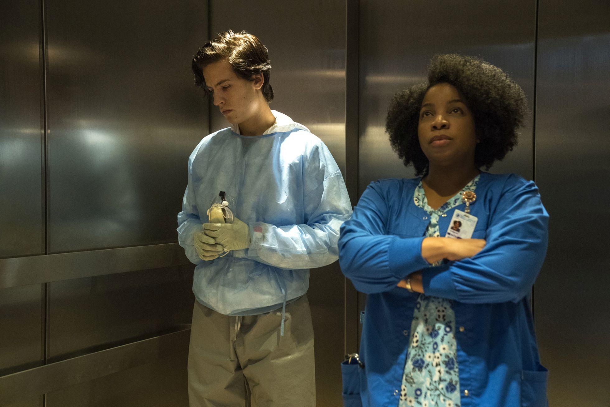 A un metro da te:  Cole Sprouse e Kimberly Hebert Gregory in una scena