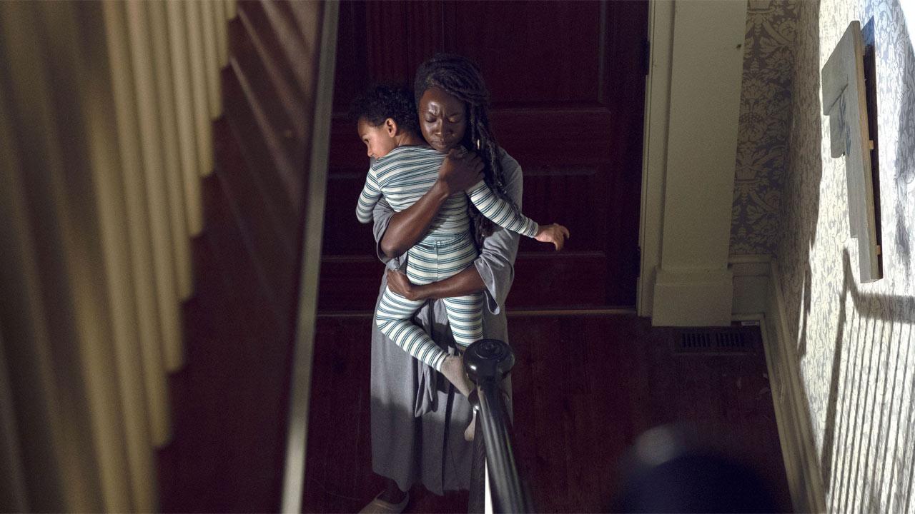 The Walking Dead:  Danai Gurira in una scena nell'episodio Scars