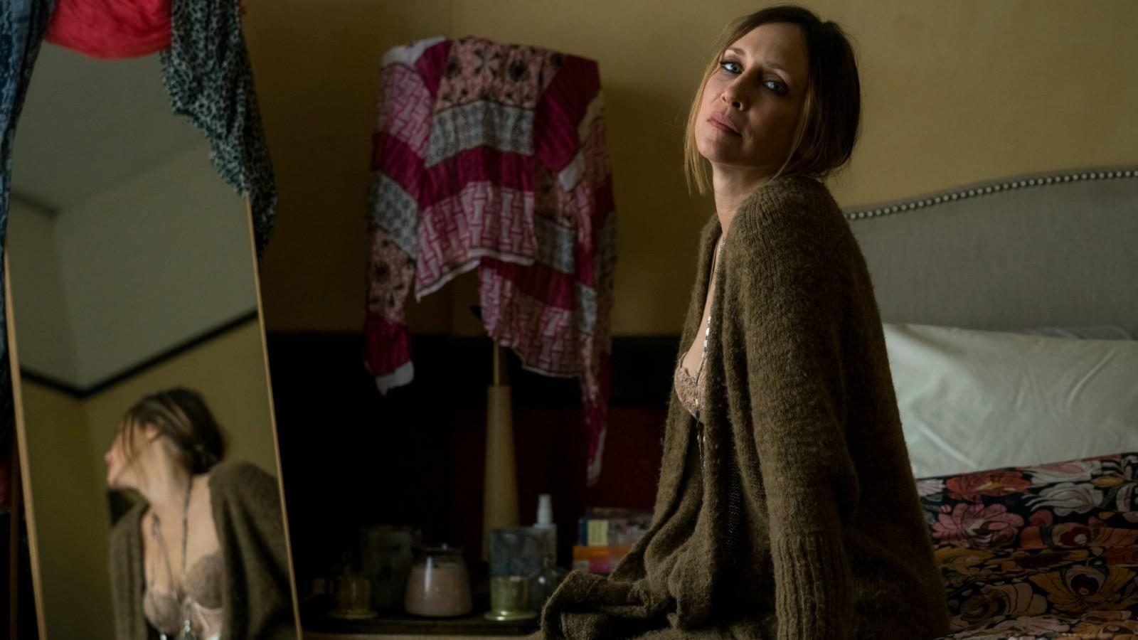 Captive State: Vera Farmiga in una scena