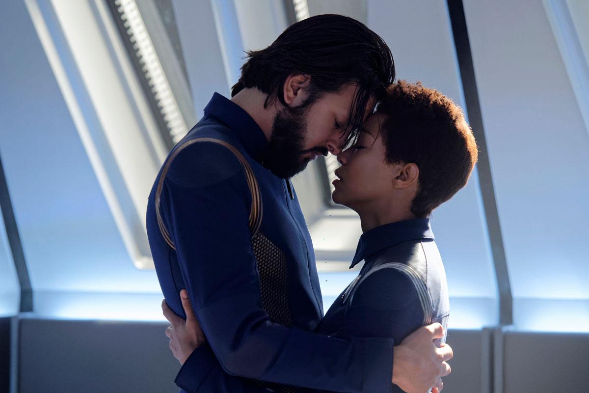 Star Trek Discovery: Shazad Latif e Sonequa Martin-Green nell'episodio The Red Angel