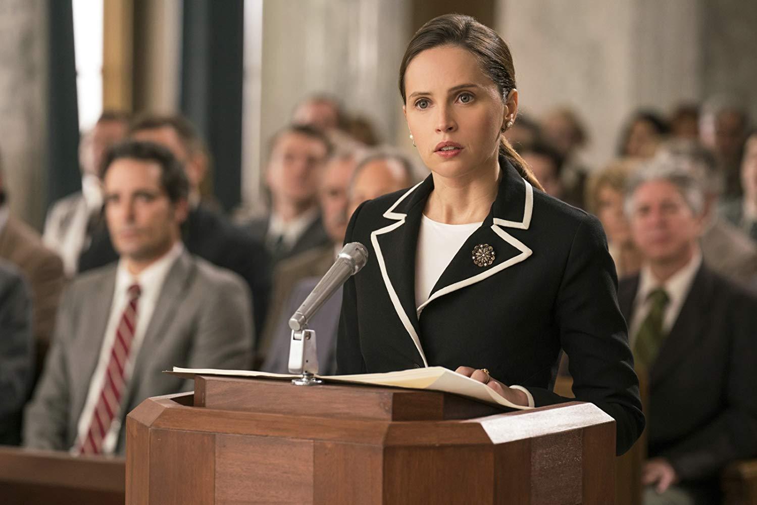 Una giusta causa: Felicity Jones in un momento del film