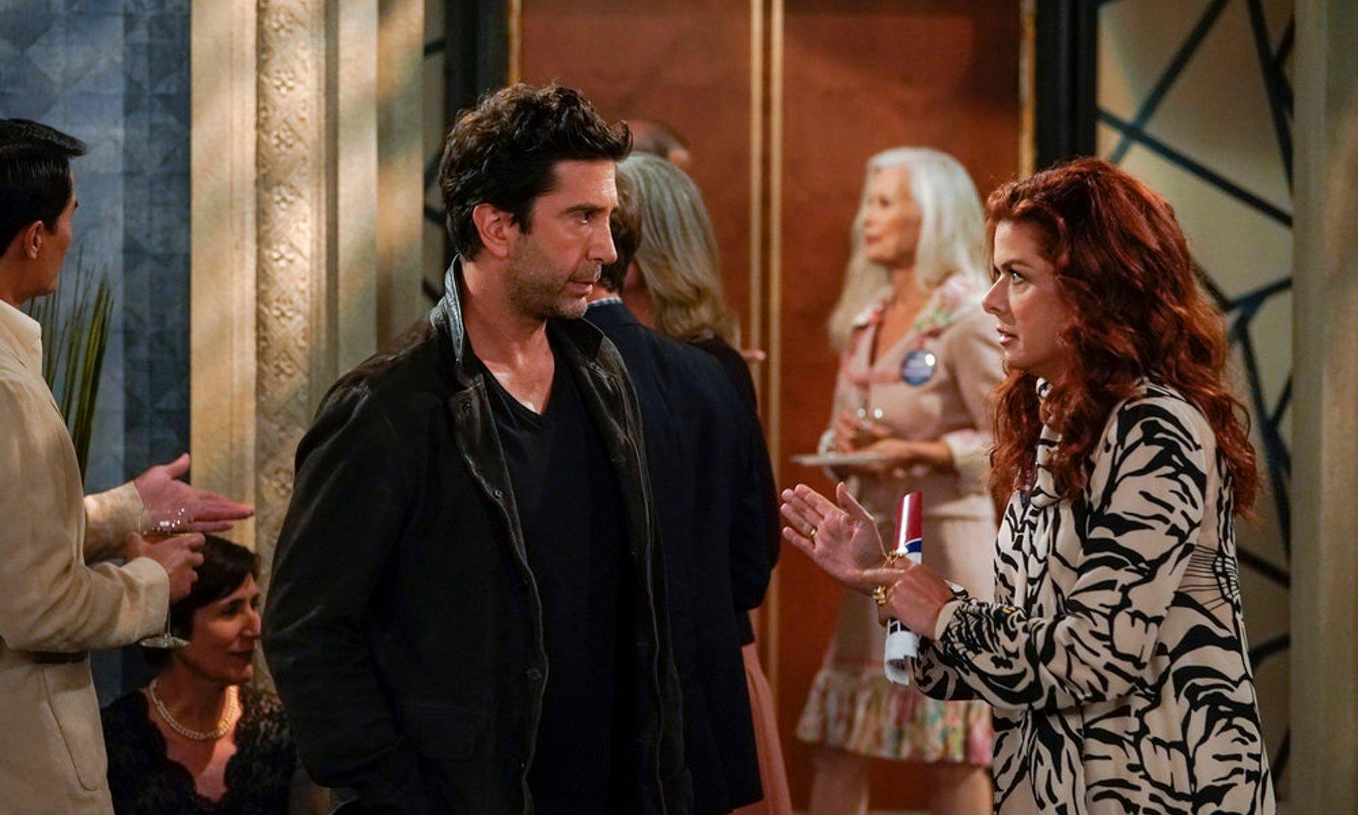 Will & Grace: David Schwimmer e Debra Messing in una foto della decima stagione