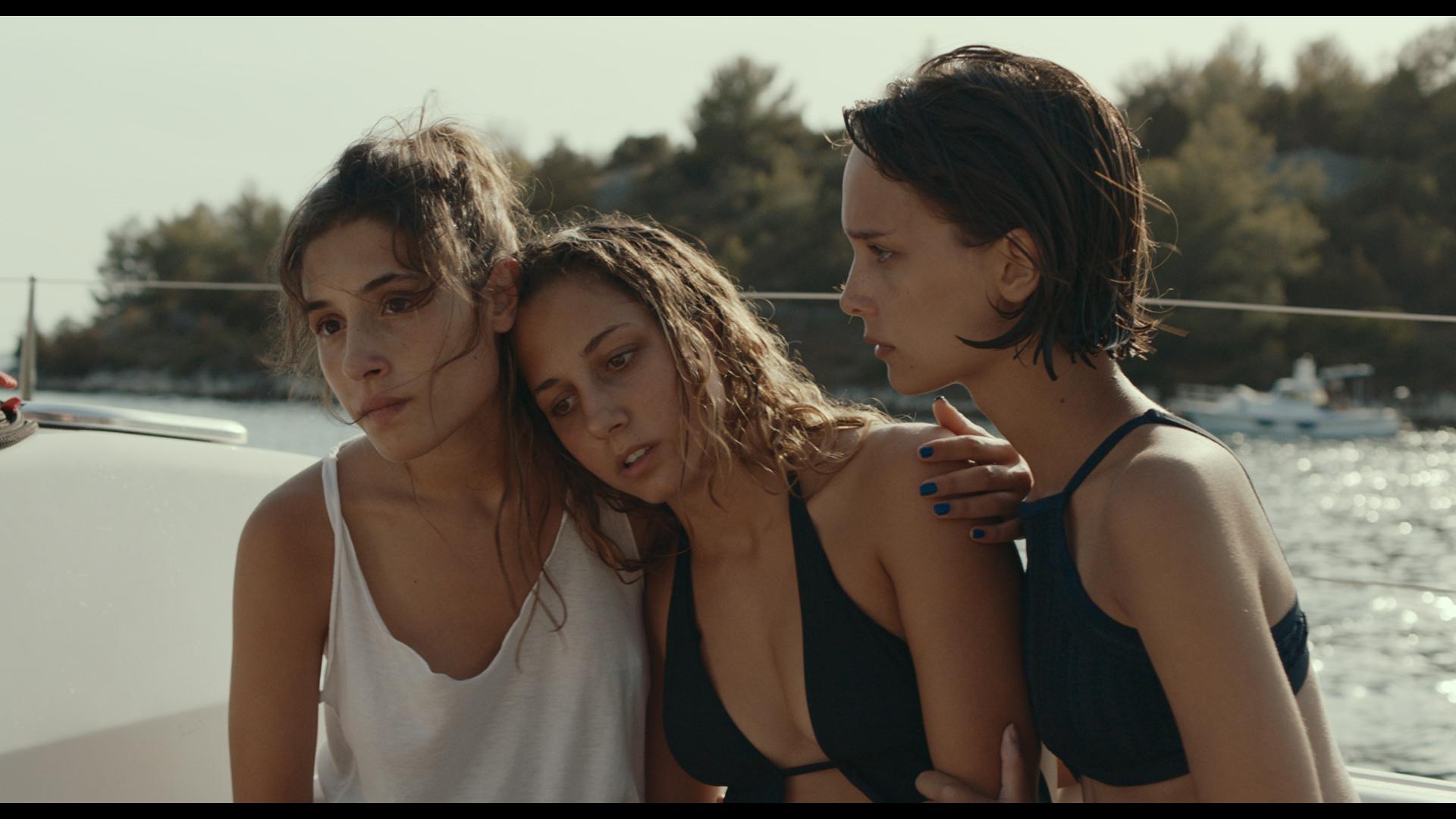 Likemeback: Blu Yoshimi, Angela Fontana e Denise Tantucci in una scena del film