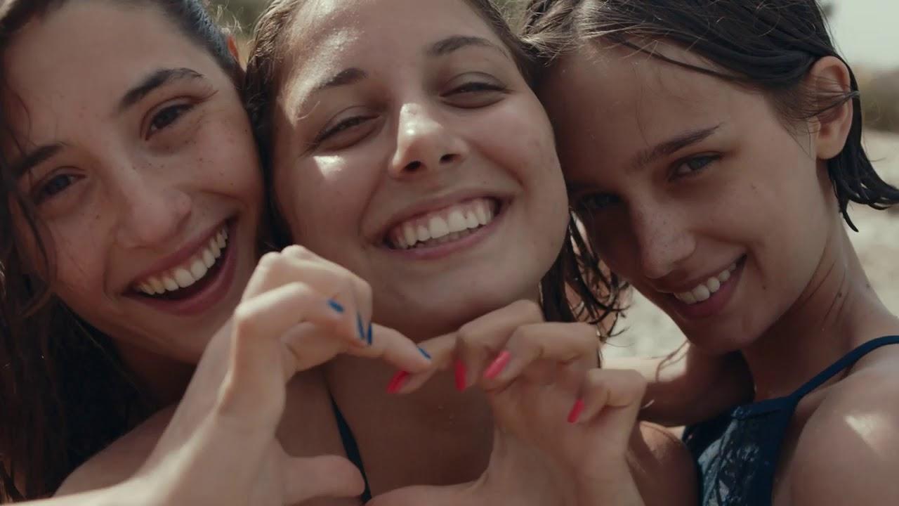 Likemeback: Angela Fontana, Blu Yoshimi e Denise Tantucci in una scena del film