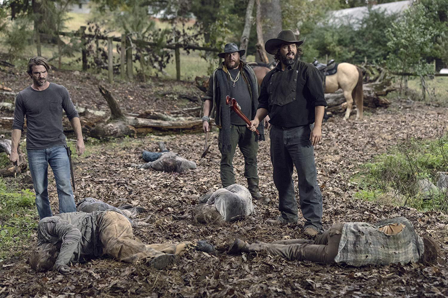 The Walking Dead: Angus Sampson, Matt Mangum, Jason Kirkpatrick  nell'episodio La quiete prima della tempesta