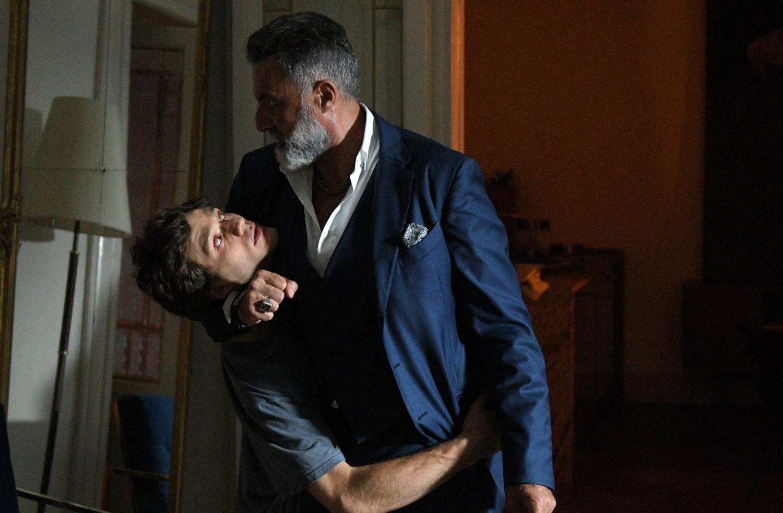 Dolceroma: Luca Barbareschi durante una scena