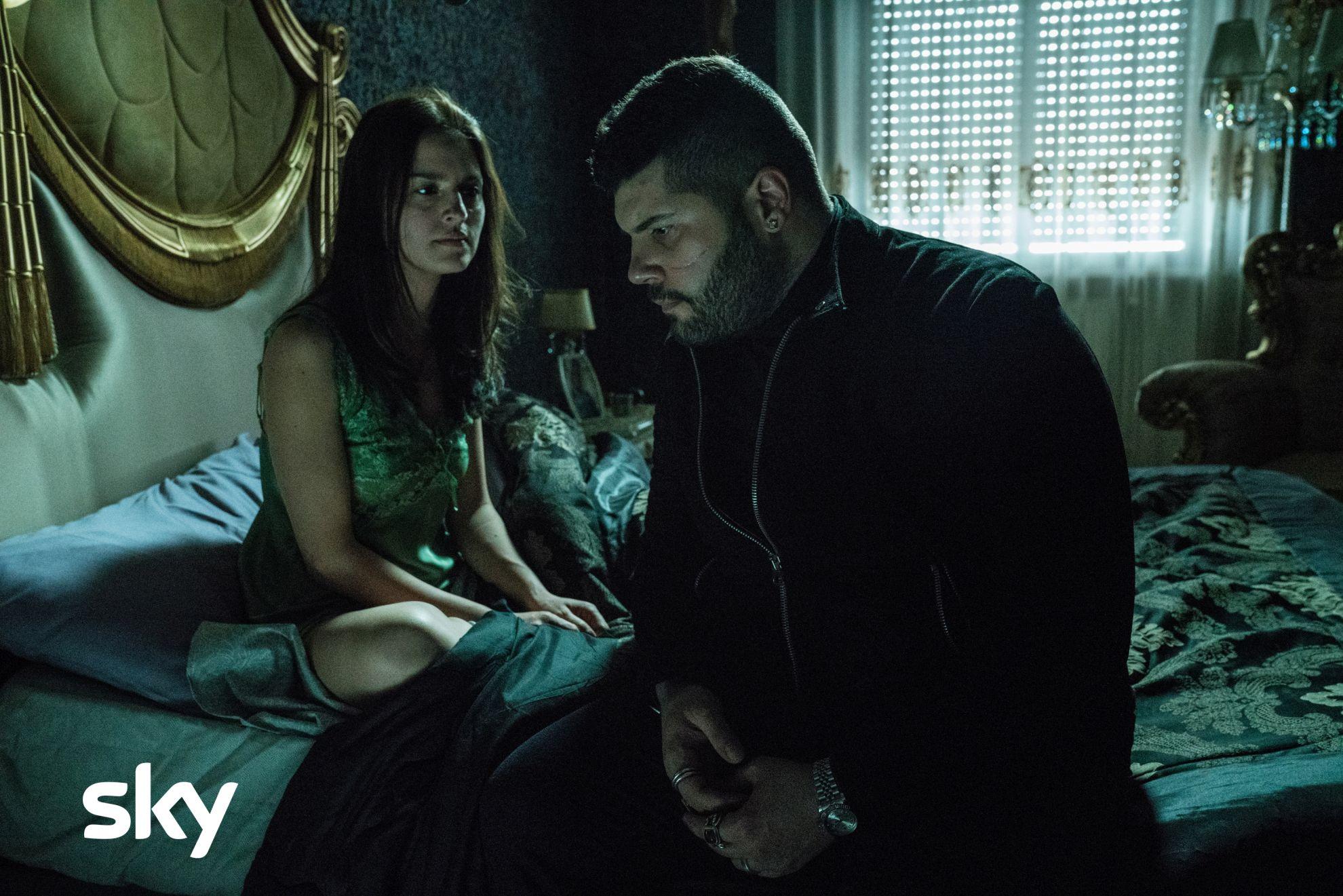 Gomorra: Salvatore Esposito e Ivana Lotito in una scena del primo episodio della quarta stagione