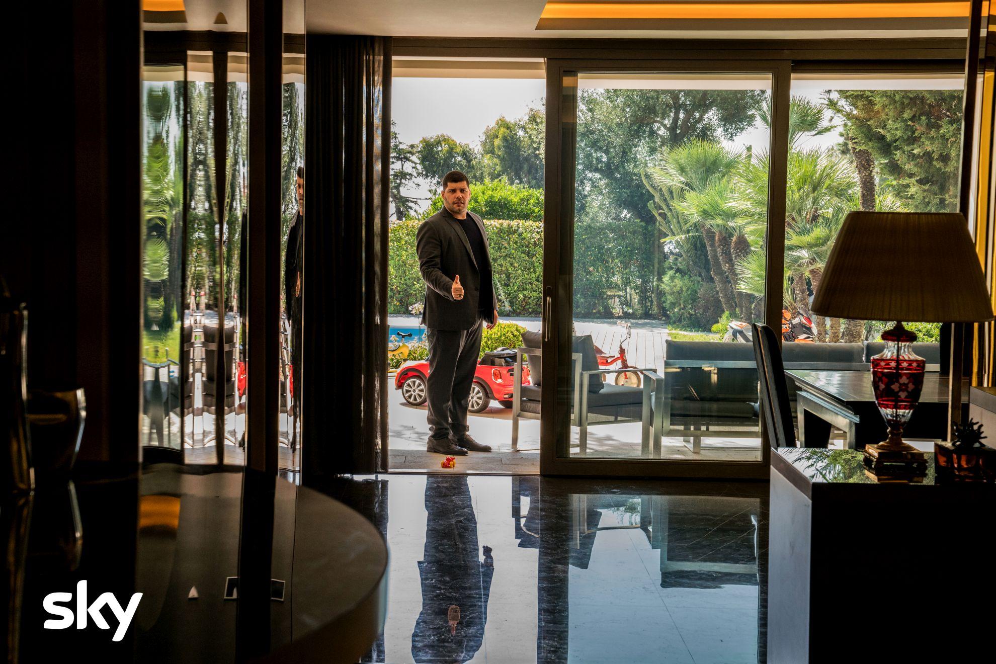 Gomorra: Salvatore Esposito in un momento del secondo episodio della quarta stagione