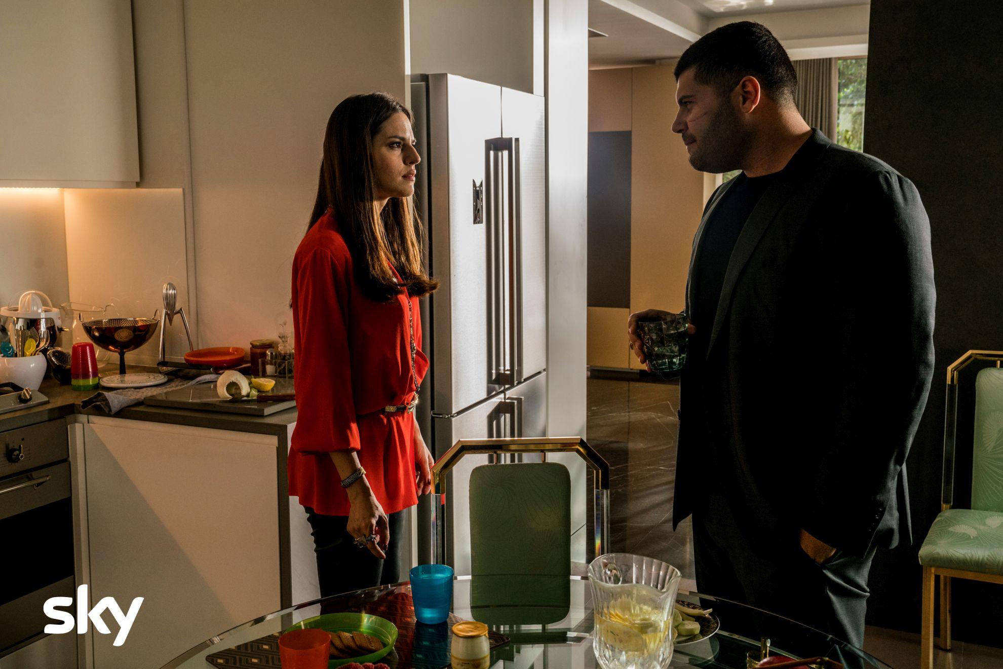 Gomorra: Ivana Lotito e Salvatore Esposito nel secondo episodio della quarta stagione