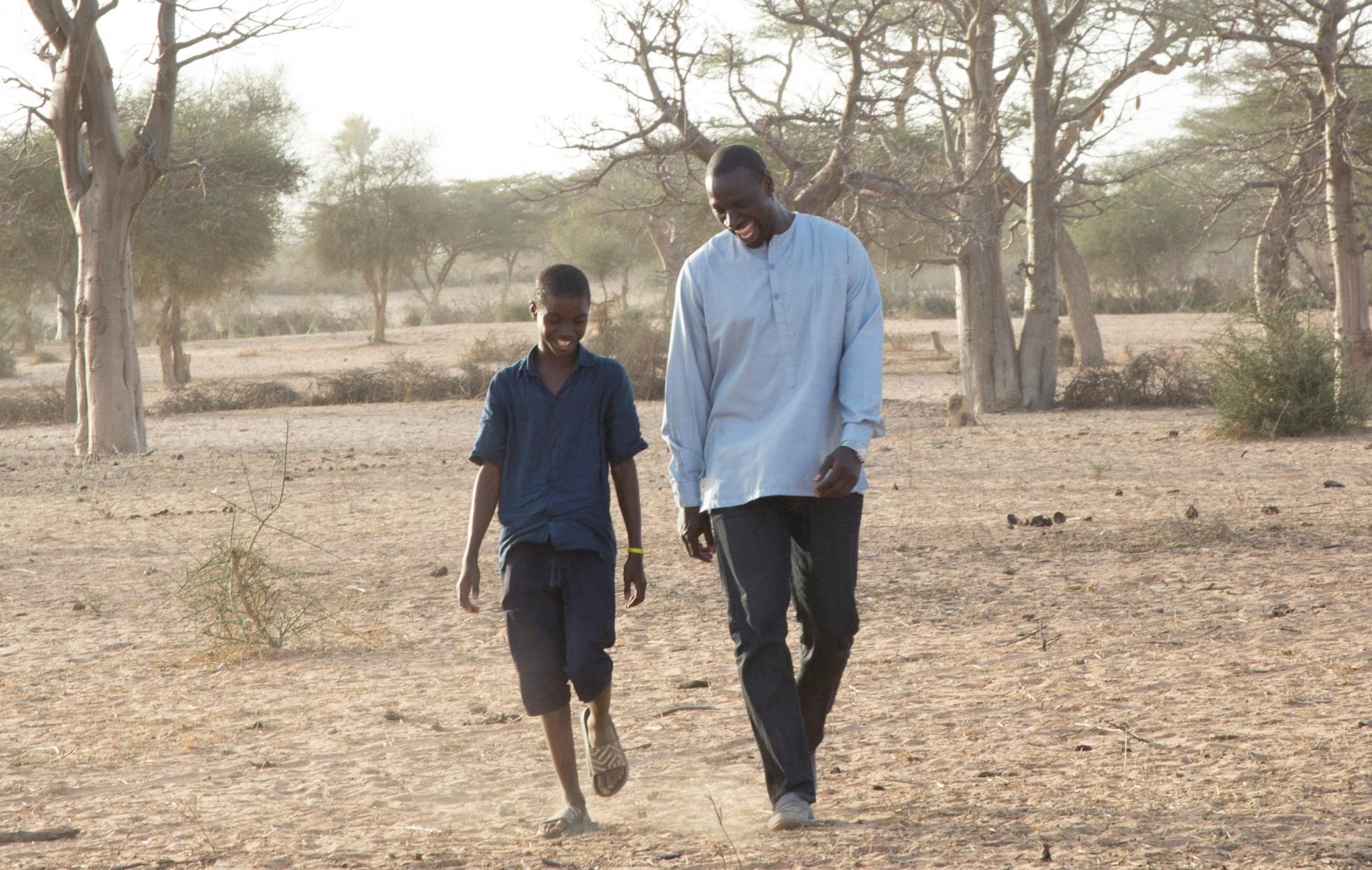 Il viaggio di Yao: Omar Sy insieme a Lionel Louis Basse in una scena