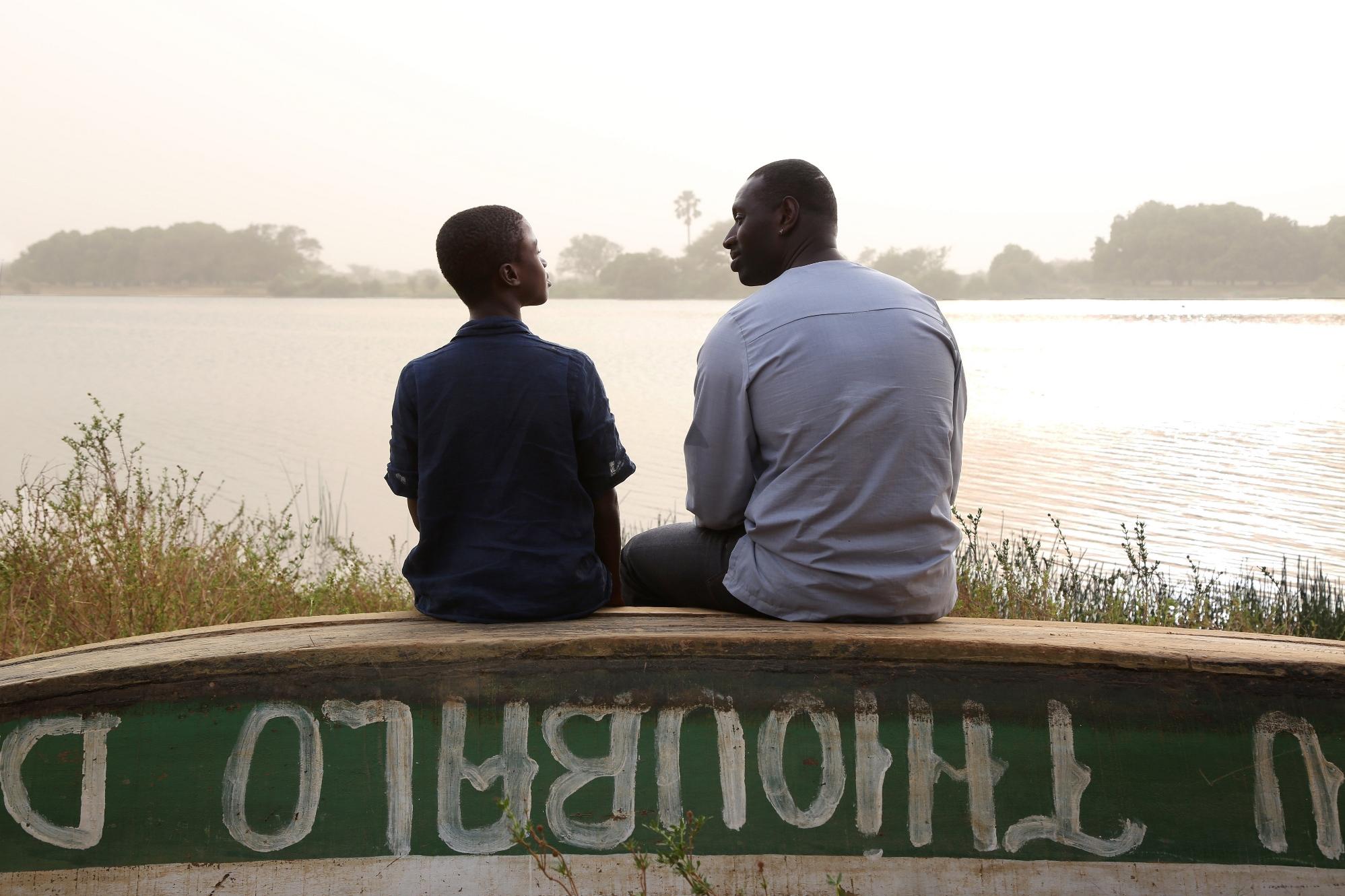 Il viaggio di Yao: Omar Sy e Lionel Louis Basse in una scena