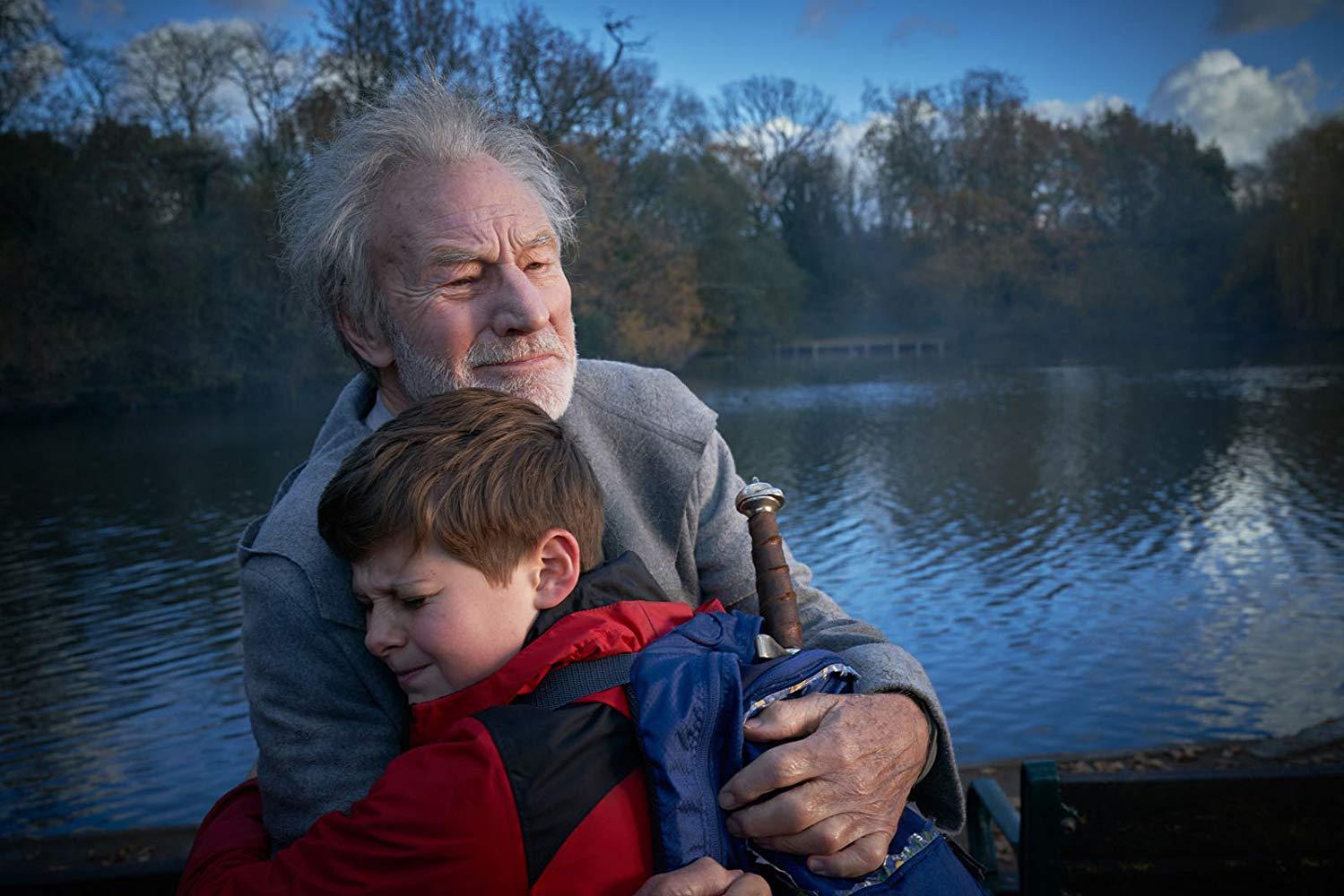 Il Ragazzo che diventerà Re: Patrick Stewart e  Louis Ashbourne Serkis in una scena del film