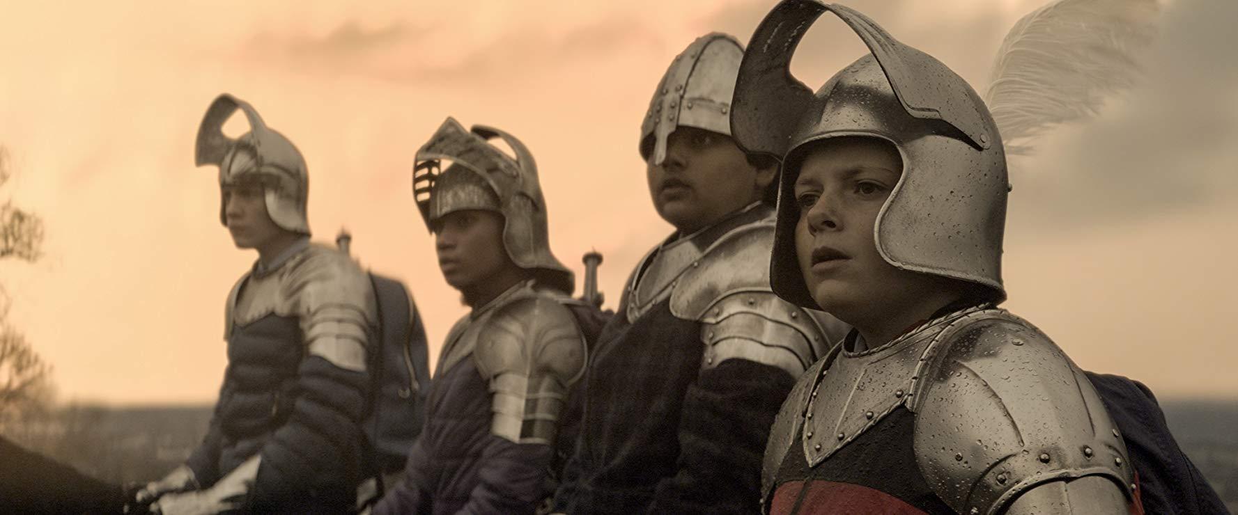 Il Ragazzo che diventerà Re: Louis Ashbourne Serkis, Dean Chaumoo , Rhianna Dorris e Tom Taylor  in una scena del film