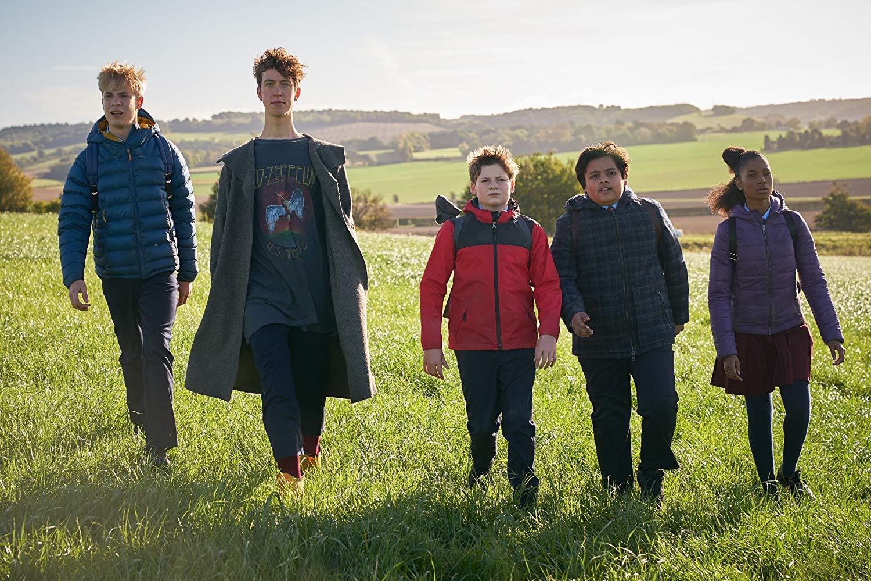 Il Ragazzo che diventerà Re: Angus Imrie, Louis Ashbourne Serkis, Tom Taylor, Rhianna Dorris, e Dean Chaumoo in una scena del film