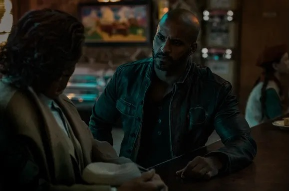 American Gods: Ricky Whittle nell'episodio The Greatest Story Ever Told