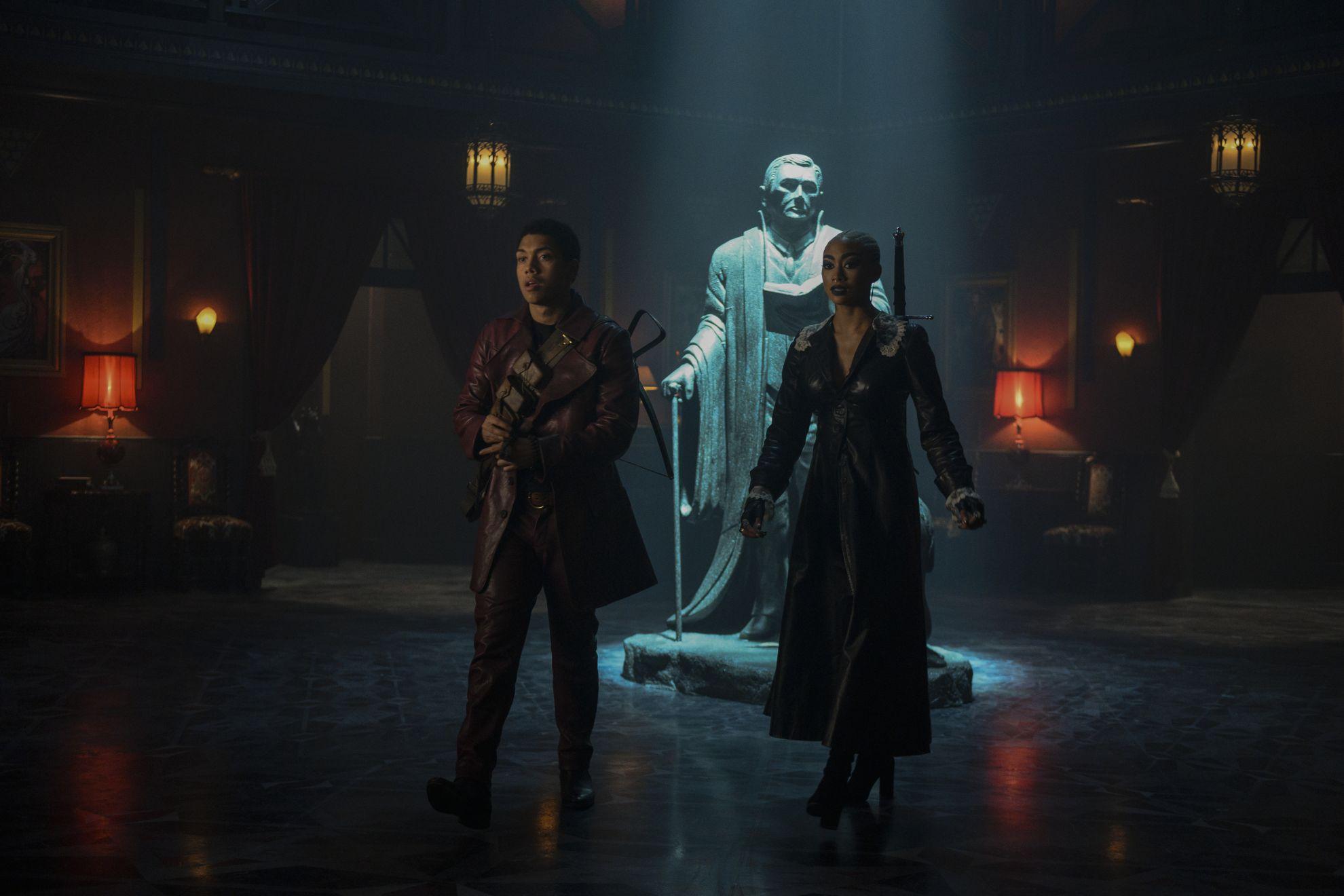 Le terrificanti avventure di Sabrina: Chance Perdomo e  Tati Gabrielle in una scena della seconda stagione