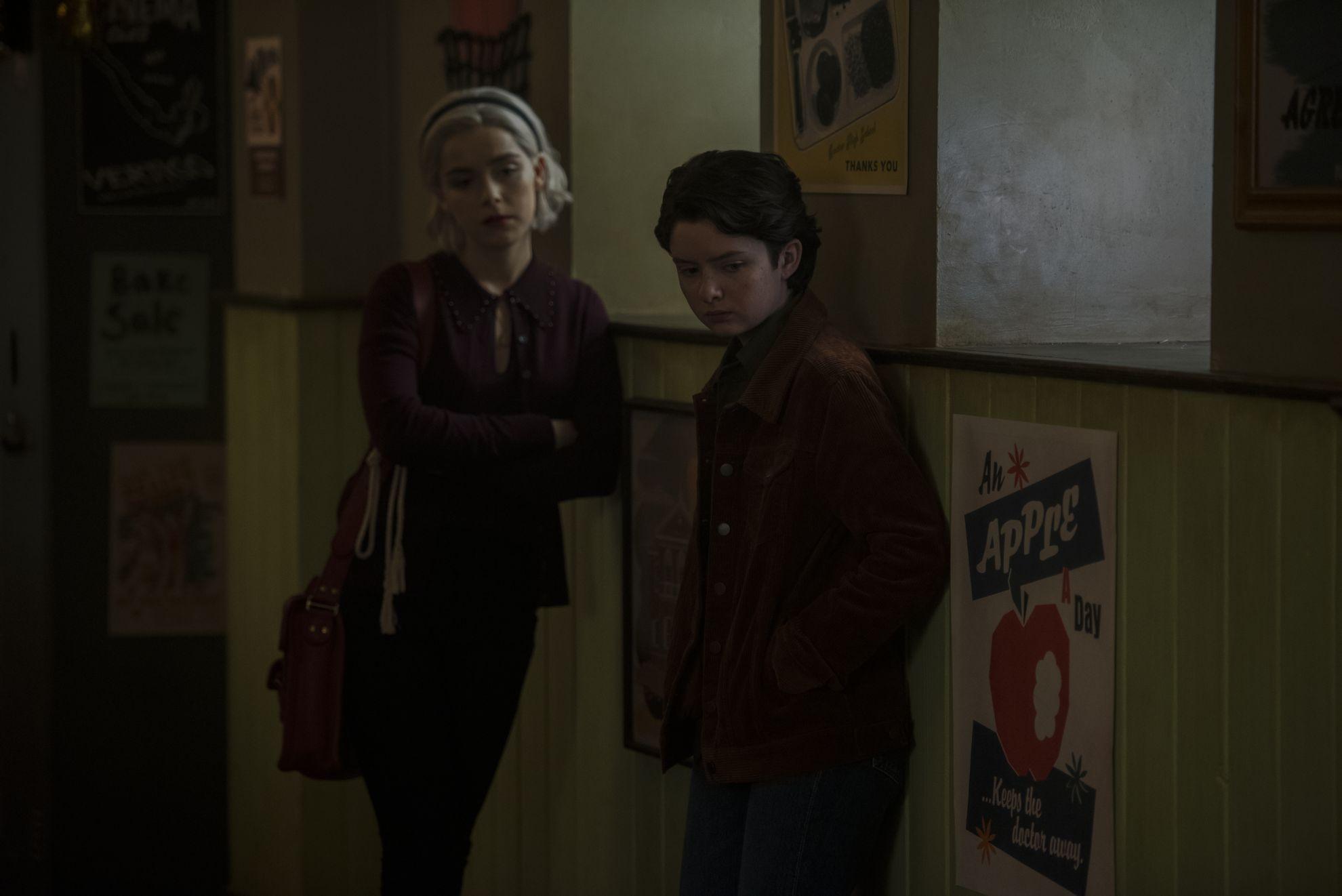Le terrificanti avventure di Sabrina: Kiernan Shipka e Lachlan Watson nella seconda stagione
