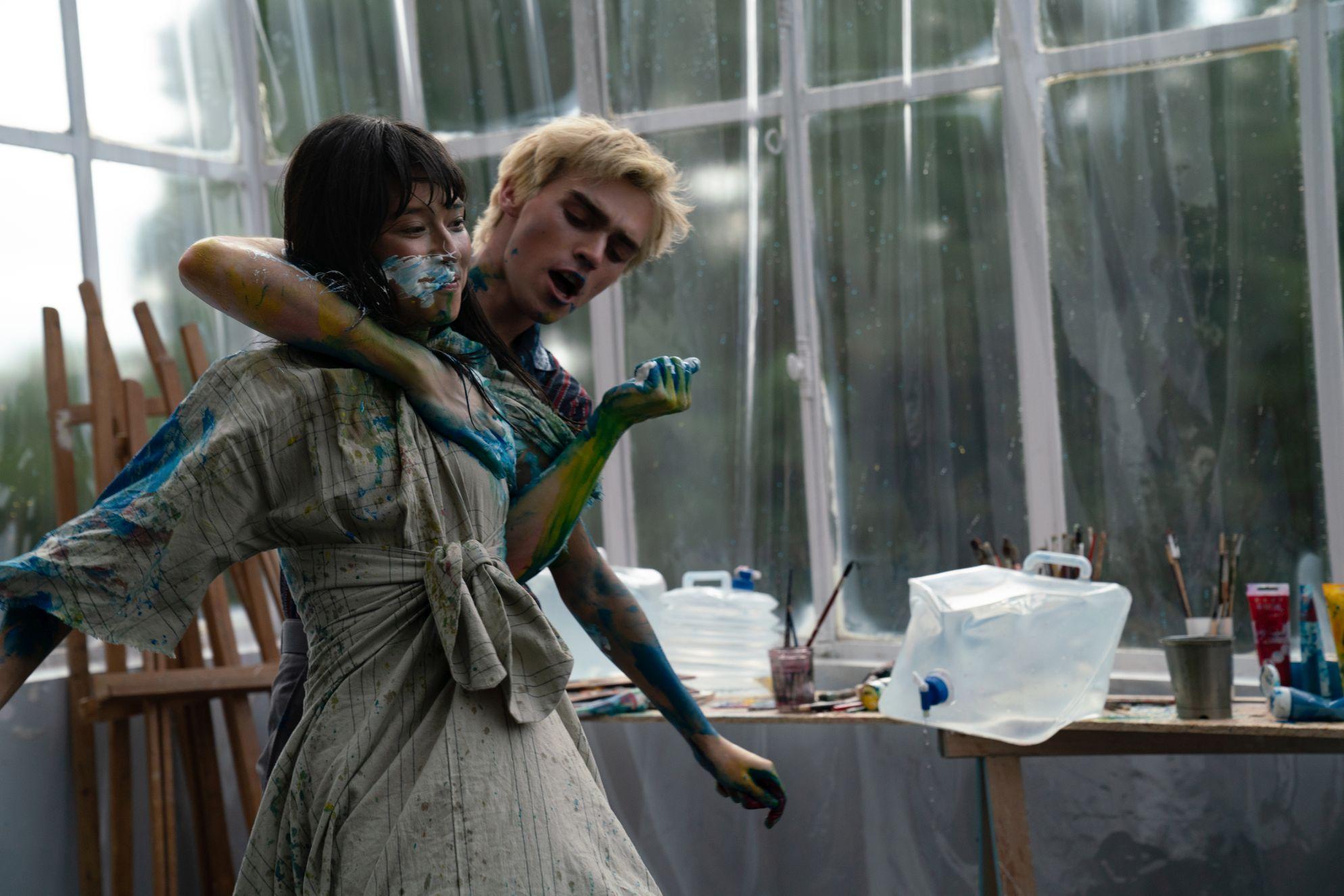 Osmosis: Lena Lapres e Manoel Dupont una scena della serie