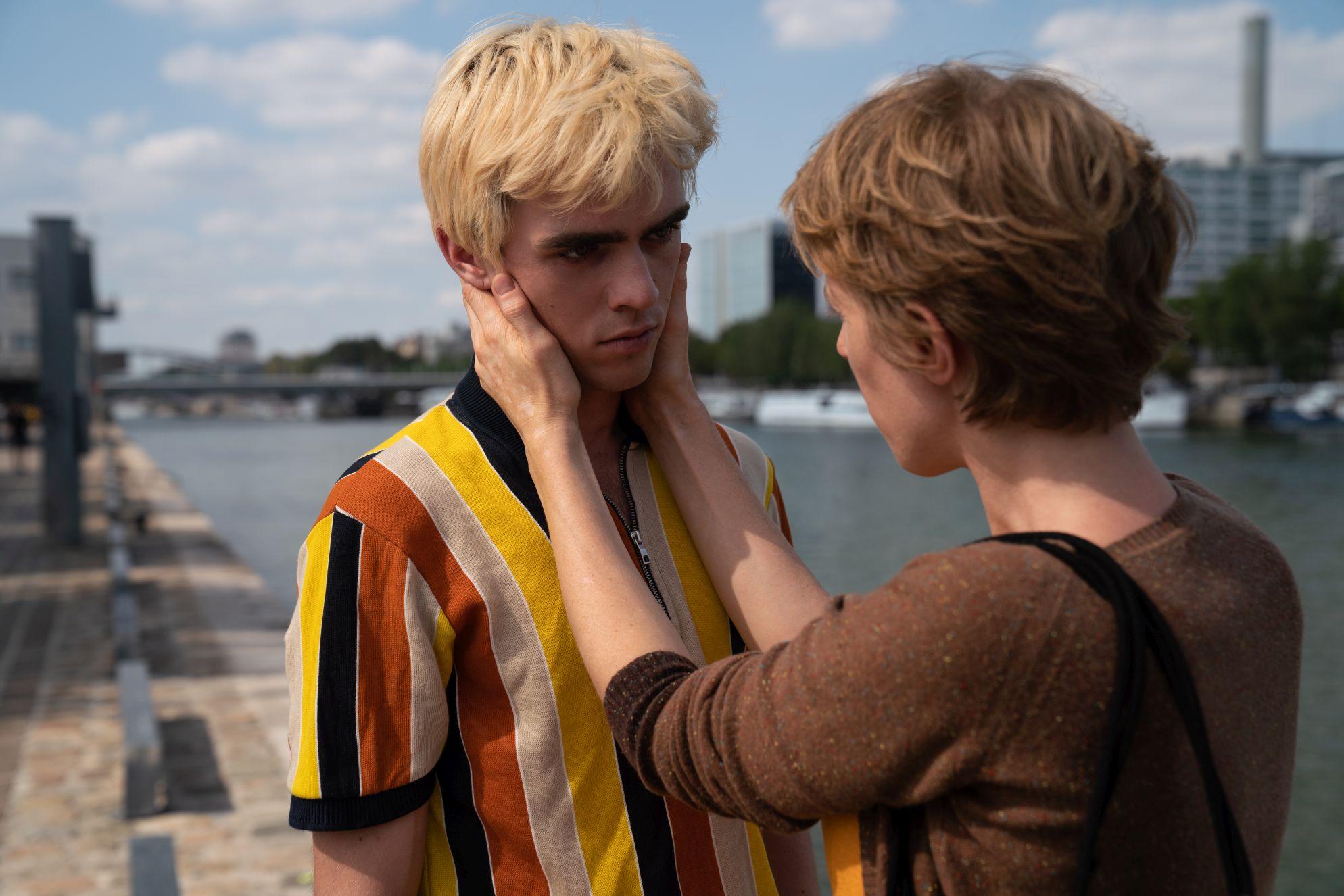 Osmosis: Christiane Conil, Manoel Dupont in una scena della serie