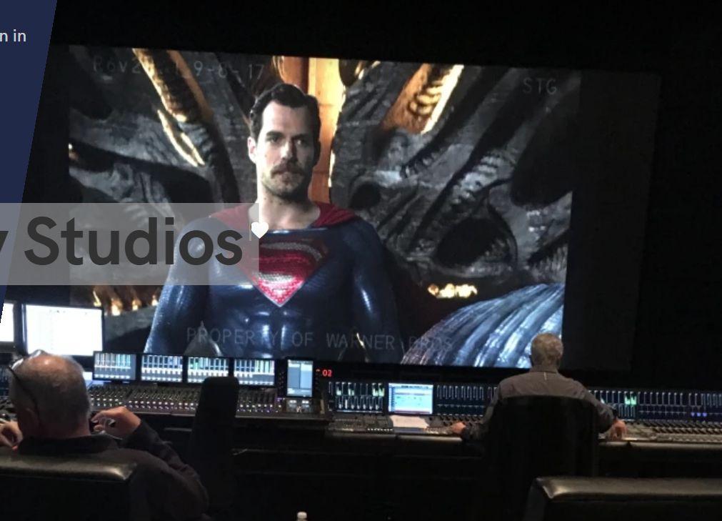 Justice League: Henry Cavill con i baffi prima della rimozione in CGI