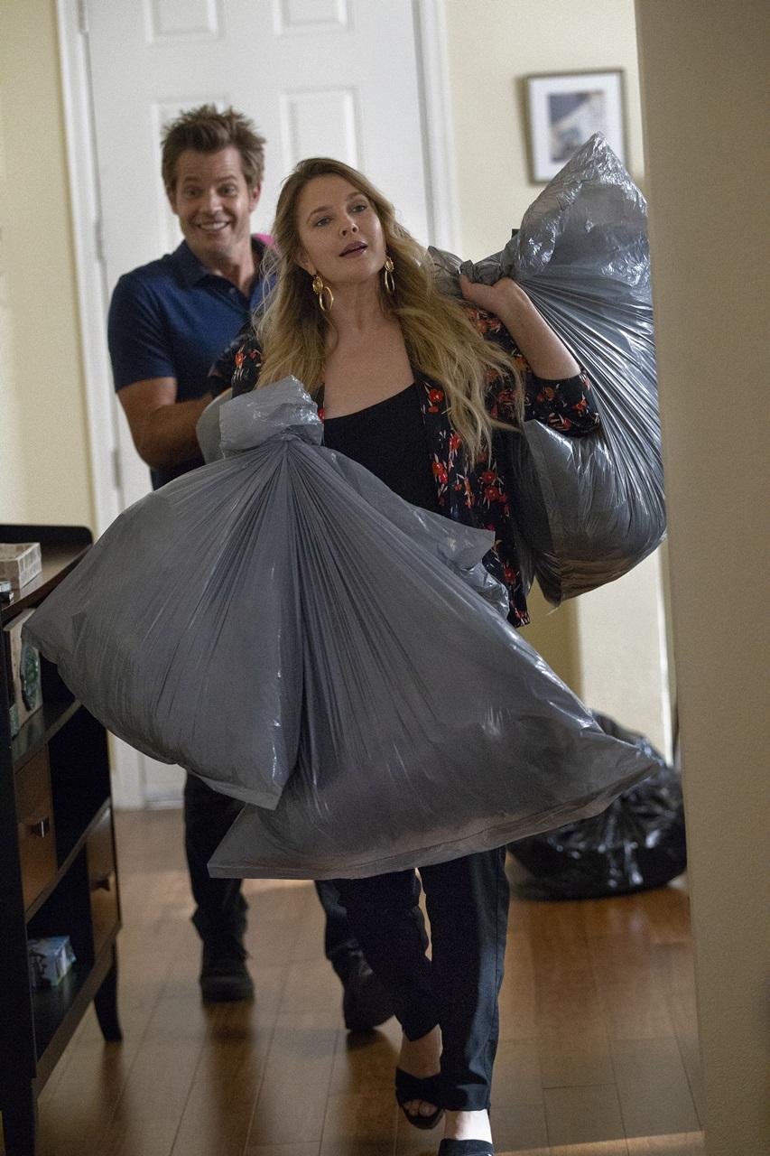 Santa Clarita Diet: Drew Barrymore e Timothy Olyphant in una foto della terza stagione