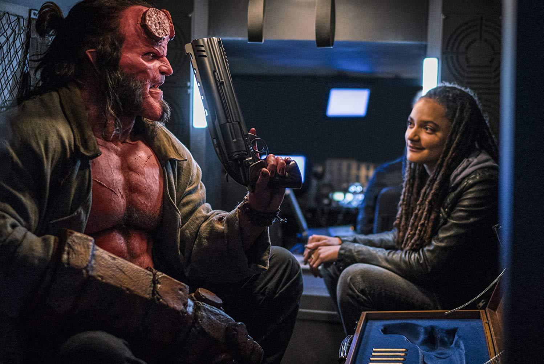 Hellboy: una scena del film con David Harbour, Sasha Lane