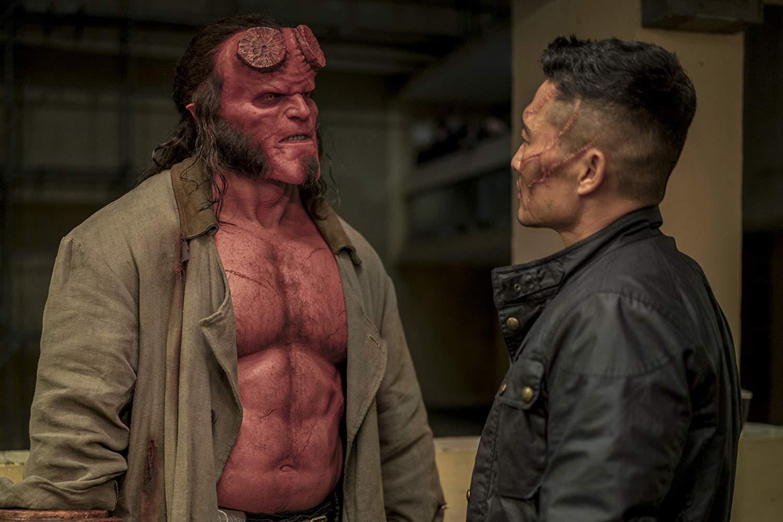Hellboy: una scena con David Harbour e Daniel Dae Kim