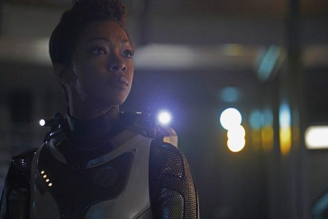Stark Trek Discovery: Sonequa Martin-Green in una scena dell'episodio Through the Valley of Shadows