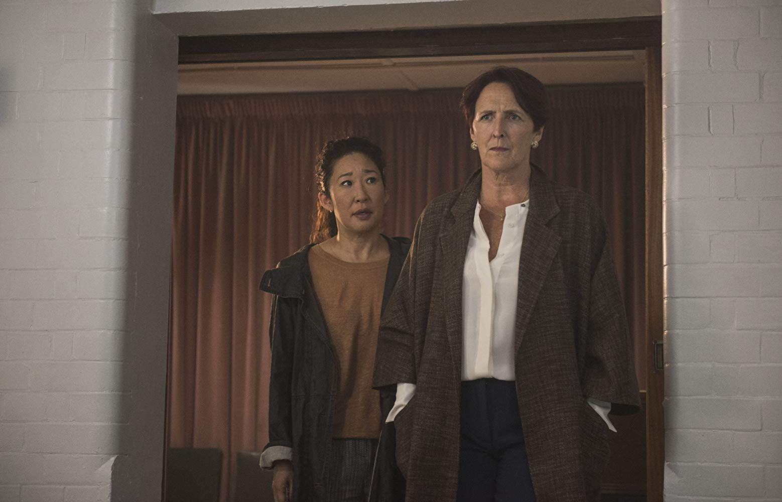 Killing Eve: Sandra Oh e Fiona Shaw nell'episodio Do You Know How to Dispose of a Body?