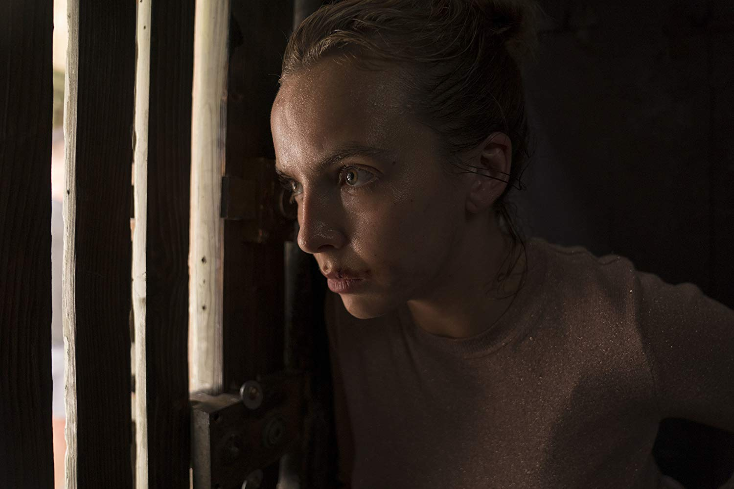 Killing Eve: Jodie Comer nell'episodio Do You Know How to Dispose of a Body?, seconda stagione