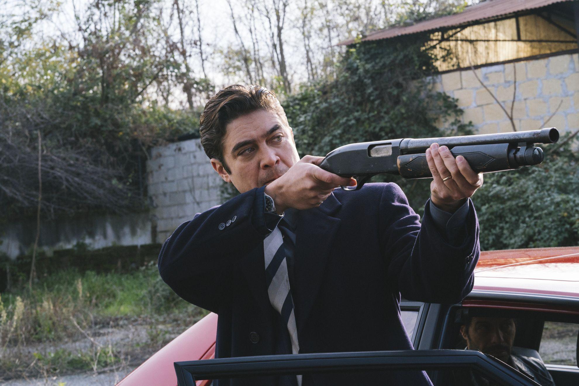 Lo Spietato: una scena d'azione con Riccardo Scamarcio
