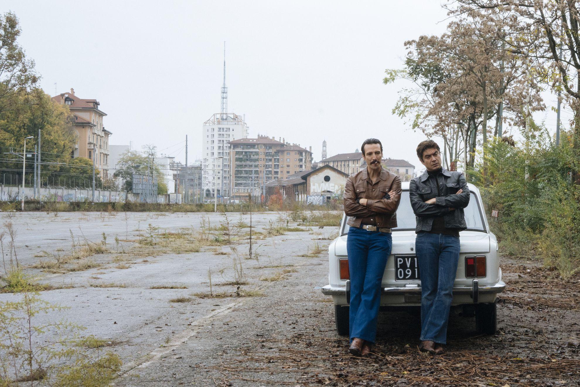 Lo Spietato: Alessandro Tedeschi e Riccardo Scamarcio in una scena del film