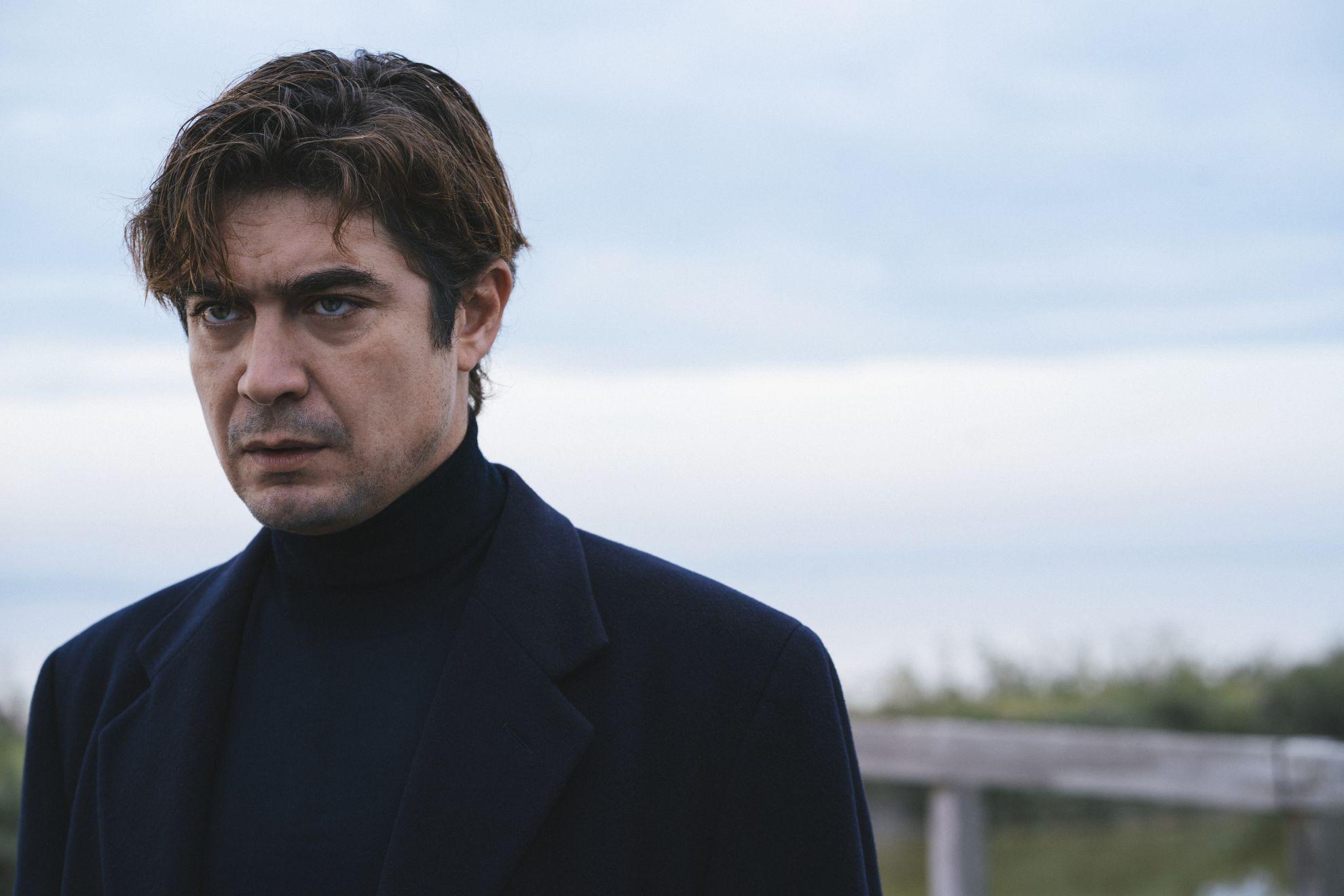 Lo Spietato: una scena del film con Riccardo Scamarcio
