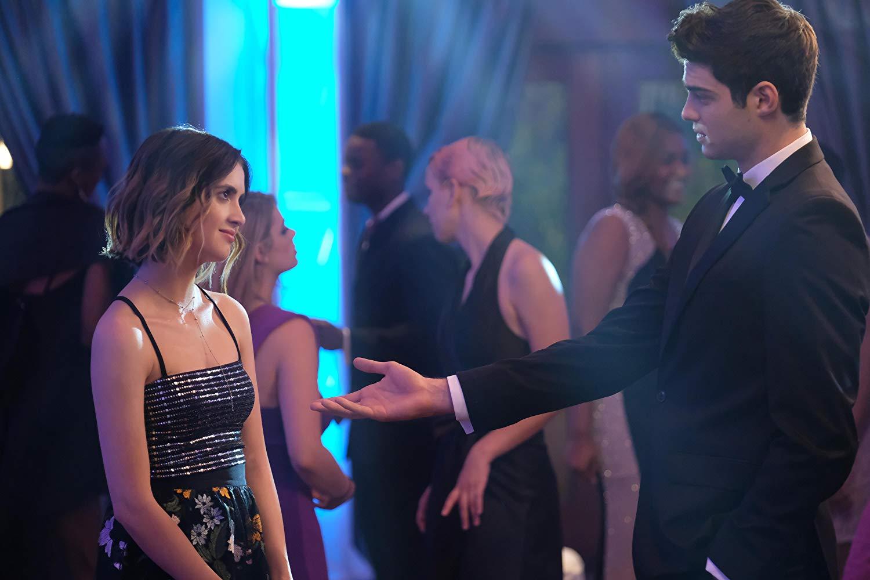 The Perfect Date: Laura Marano, Noah Centineo in una scena