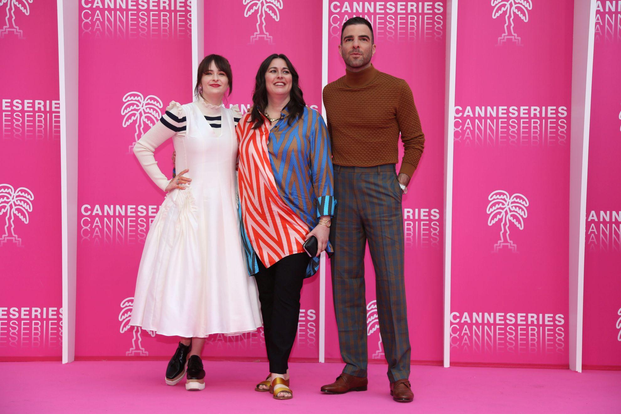 Canneseries 2019: il cast di NOS4A2 in posa per i fotografi sul pink carpet