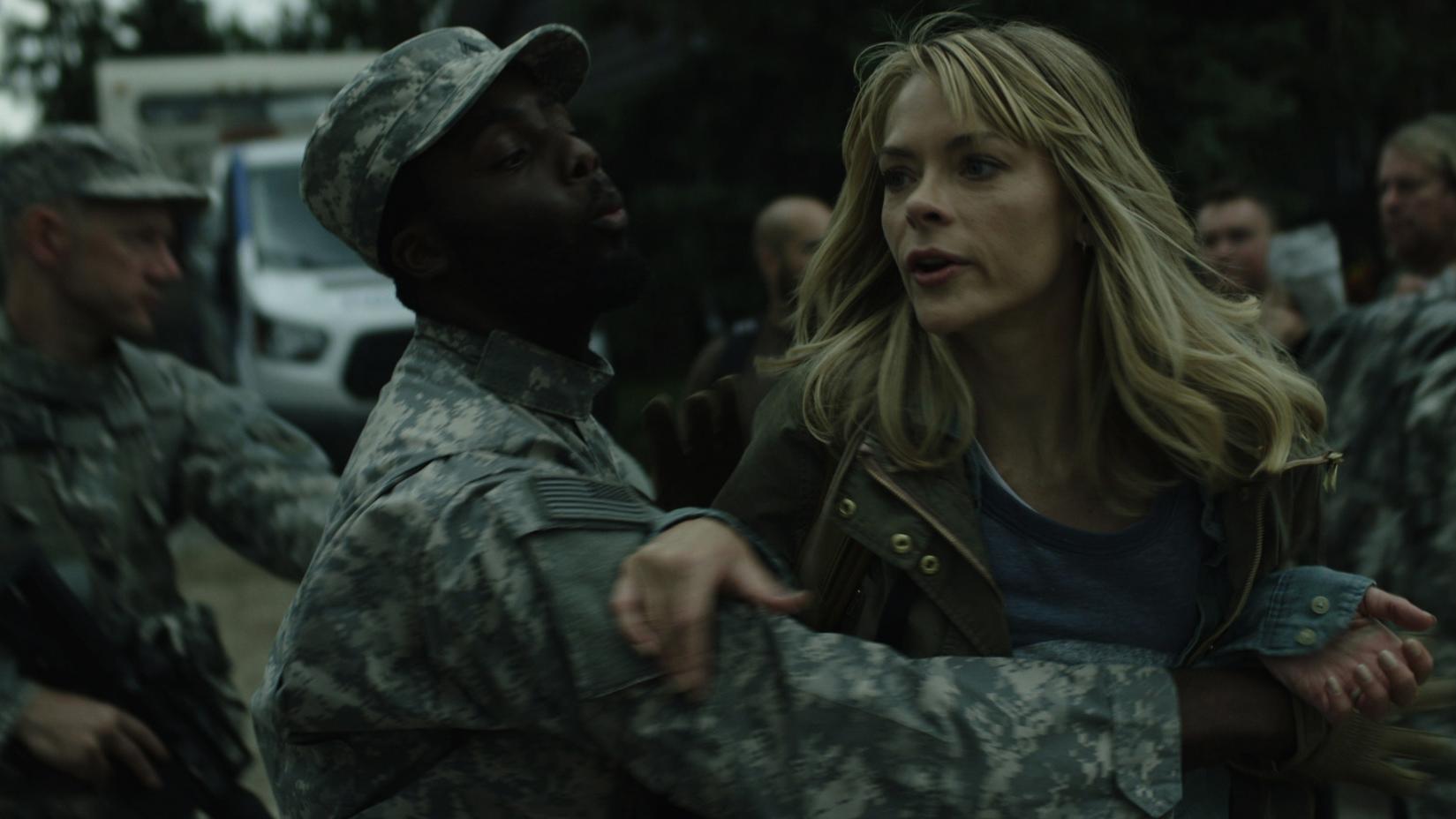Black Summer: Jaime King durante una scena della serie horror