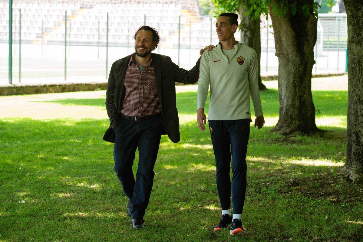 Il Campione: Stefano Accorsi e Andrea Carpenzano in una scena del film