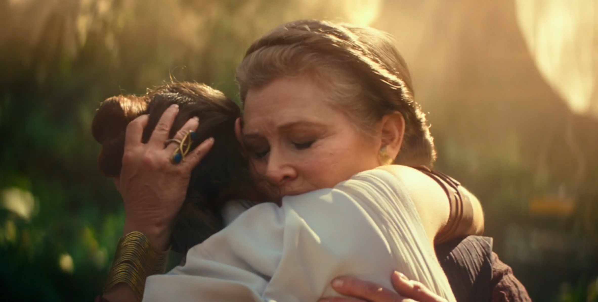 Star Wars: The Rise of Skywalker - L'abbraccio tra Daisy Ridley e Carrie Fisher nel primo teaser