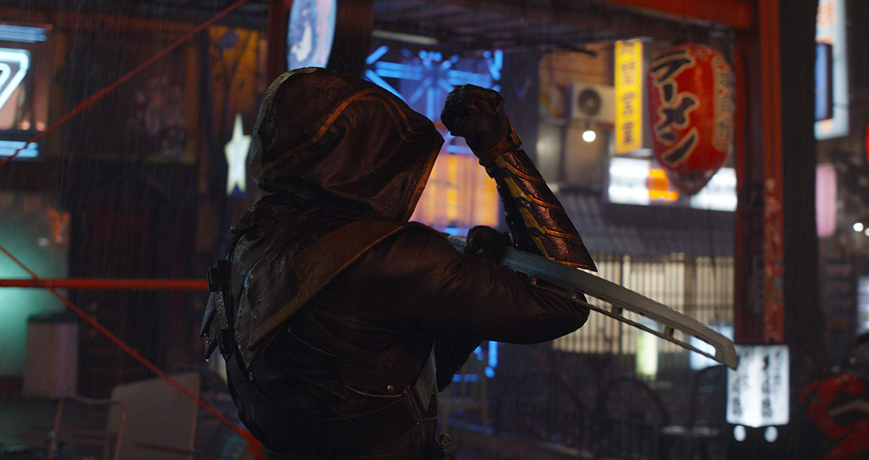 "Avengers: Endgame, Jeremy Renner con il look da ""Ronin"""